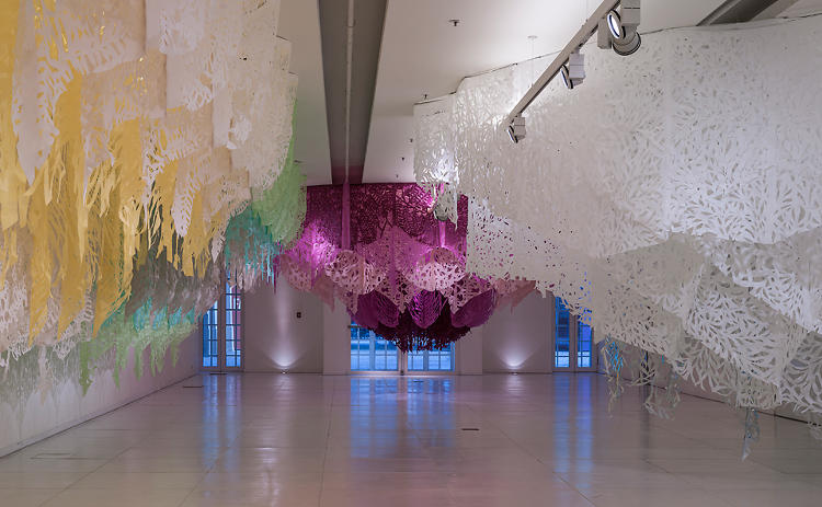 <p>Ameztoy's use of color creates a sense of depth to the landscape-like display of hanging textiles.</p>