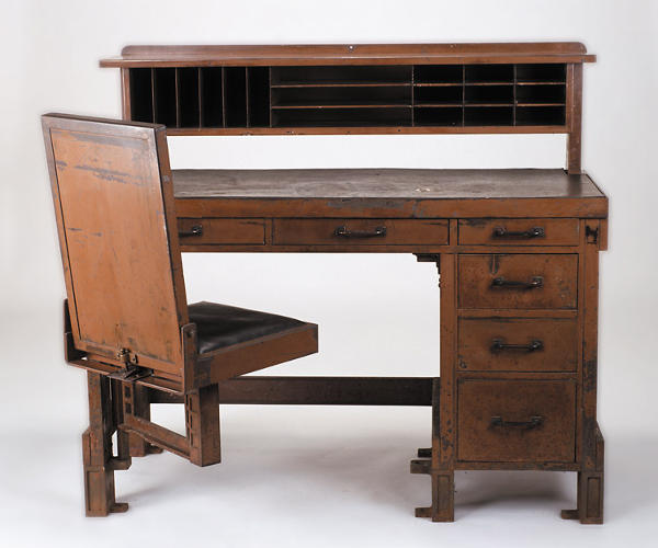<p>Desk for the Larkin Company Office in Buffalo, New York, by Frank Lloyd Wright (1904).</p>
