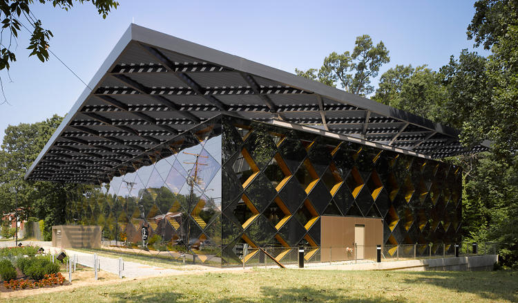 <p>At the Francis Gregory Library, David Adjaye has created a light-flooded public reading room.</p>