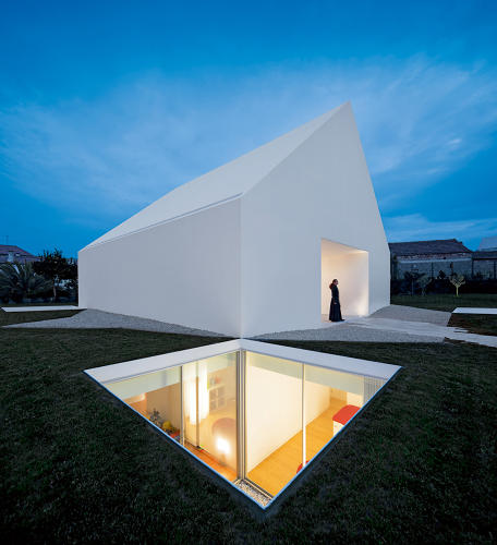 <p>A house in Leiria, Portugal, by Aires Mateus. Photo credit: Fernando Guerra/ FG+SG.</p>