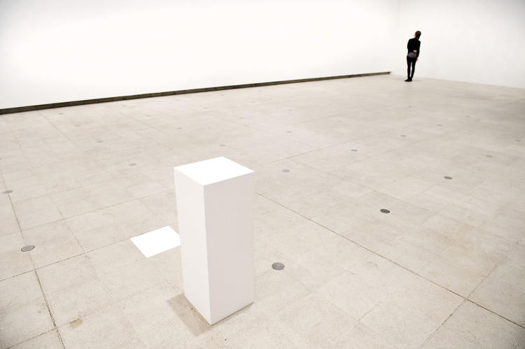 <p>Another Friedman piece on view, <em>The Curse</em> (1992), is an empty pedestal, showcasing air that's been cursed by a practicing witch. Photo courtesy of Linda Nylind.</p>