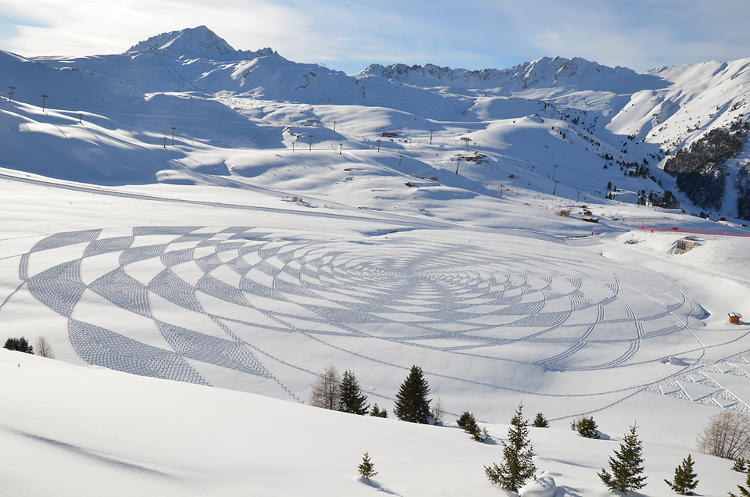 <p>Simon Beck has become Internet-famous for his amazing geometric snow artworks, each of which is approximately 500-feet in diameter.</p>