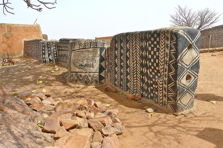 <p>Each new clay-and-straw cob home is decorated by a group of women in a process that is part group art project, part spiritual practice, and part architectural detailing job.</p>