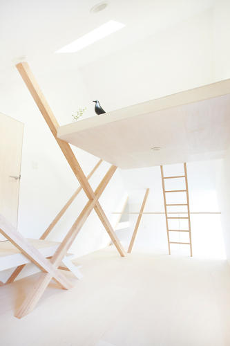 <p>The effect of the varying floorboard heights in connection with the Y-frames is striking.</p>