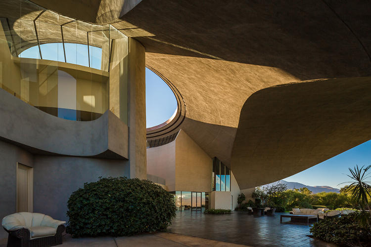 <p>A view of the sculptural roof, for which Lautner had a flare.</p>