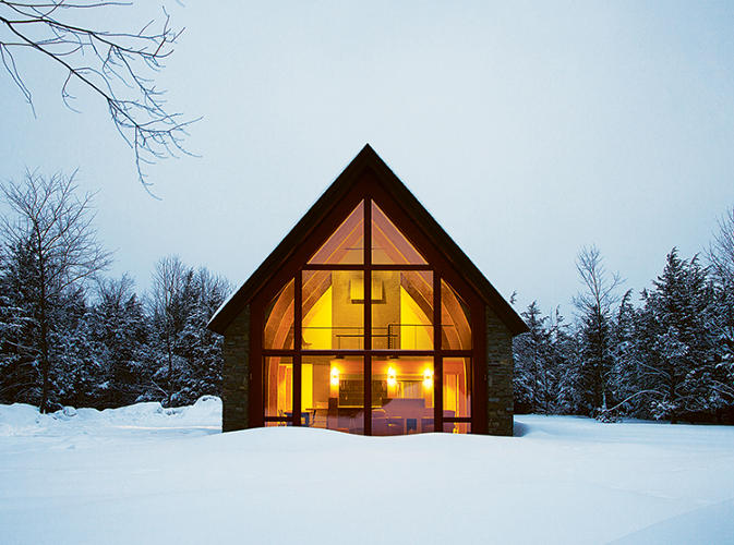 <p>Following the 2008 real estate crash, Dennis Wedlick decided to design a sustainable and economically obtainable prototype for prospective home buyers. This is the final result. The shape is a mishmash of influences: open to the sun at the southern end, it recalls the Long Houses originally built in this area of New York by the Iroquois, but the basic form is also reminiscent of a traditional Dutch barn.</p>