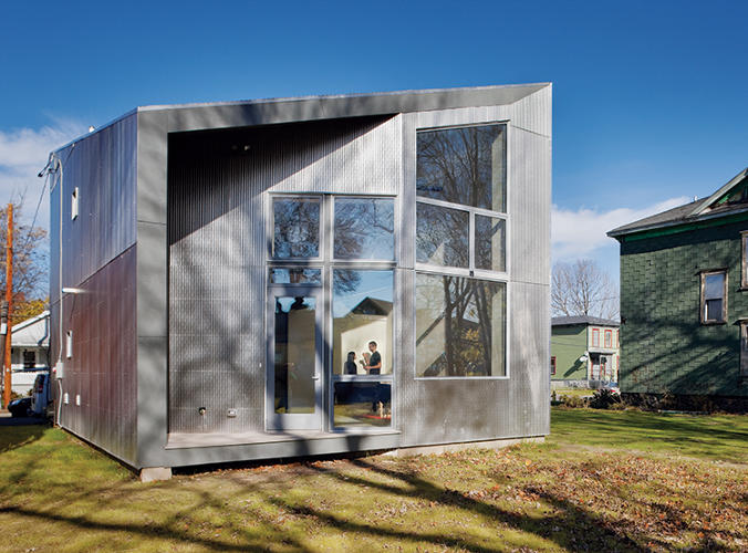 <p>At 1,200 square feet, R-House is roughly the same size and scale as the neighboring houses.</p>