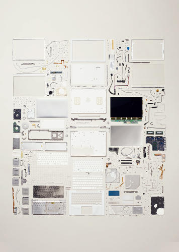<p>This Apple laptop is made up of 639 pieces.</p>