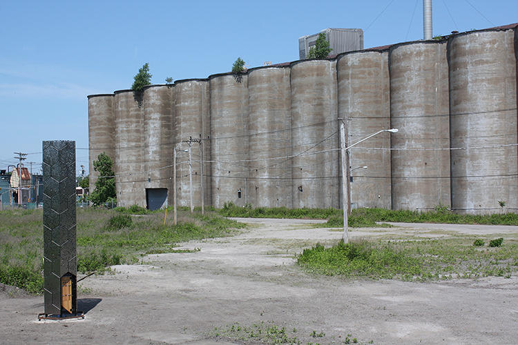 <p>The students wanted to integrate their tower in the historic silo complex, which holds a special place in the hearts of Buffalo's population.</p>