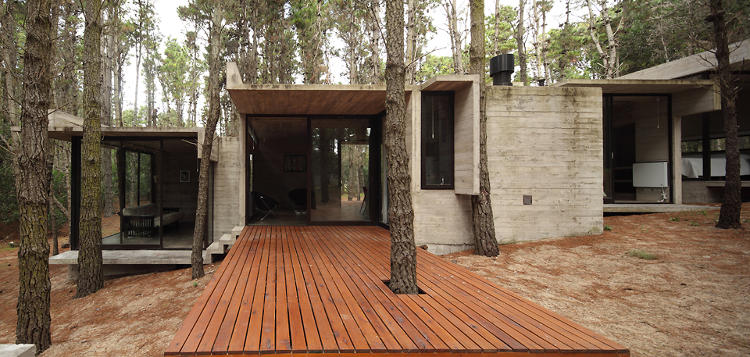 <p>Designed by Buenos Aires-based BAK Arquitectos, the vacation home is one of 10+ houses that the firm has built in Mar Azul.</p>