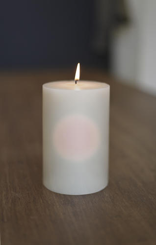 <p>The &quot;Sharing Scent&quot; candle features a small scented wax capsule suspended in its center. Its scent can only be fully appreciated once the outer shell has burned away.</p>