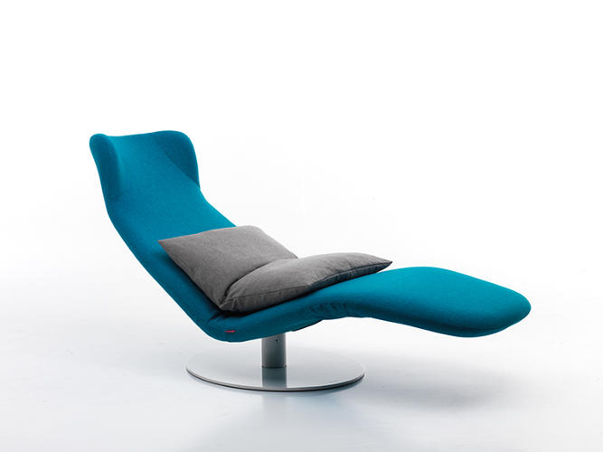 <p>The Kongura, designed by Mussi's Gio Mussi, is a chair that unfurls into a lounger.</p>
