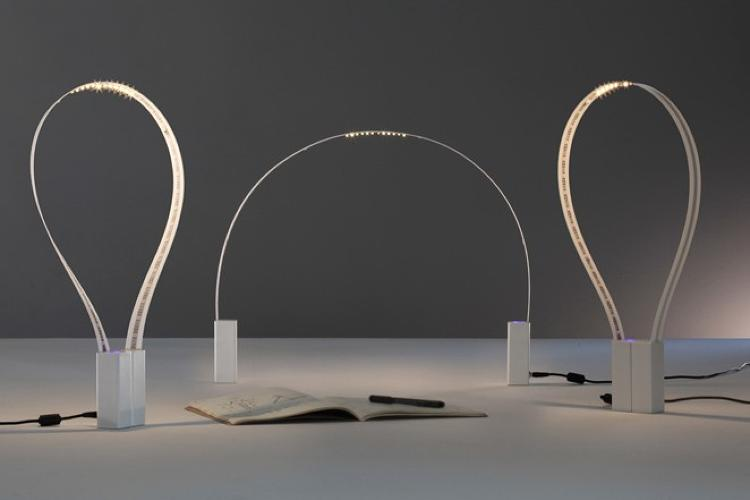 <p>This is Fluida, a clever desk light by the Italian-based duo Studio Natural.</p>