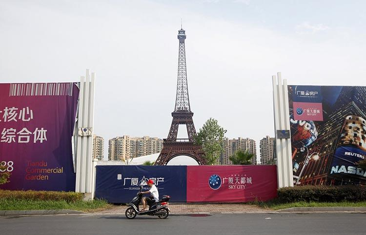 <p>Tianducheng was designed for 10,000 residents…</p>