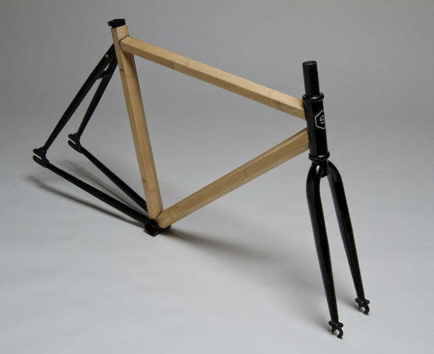 <p>Made with locally grown bamboo, the HexTube frame is paired with a black powder-coated front fork and rear triangle.</p>