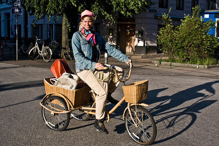 <p>Why send loud, traffic-clogging, air-polluting trucks rumbling through our city streets when we could instead employ a network of cargo bikes? <a href=&quot;http://www.fastcoexist.com/1680754/europes-wonderful-world-of-bike-based-deliveries#1&quot; target=&quot;_self&quot;>That's the plan that an alliance of activists, logistics firms, and city officials are trying to put in place</a> across Europe.</p>