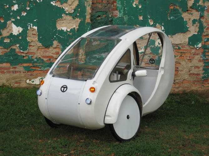 <p>Its recycled aluminum frame supports a whopping 350 pounds of cargo in a rear compartment.</p>