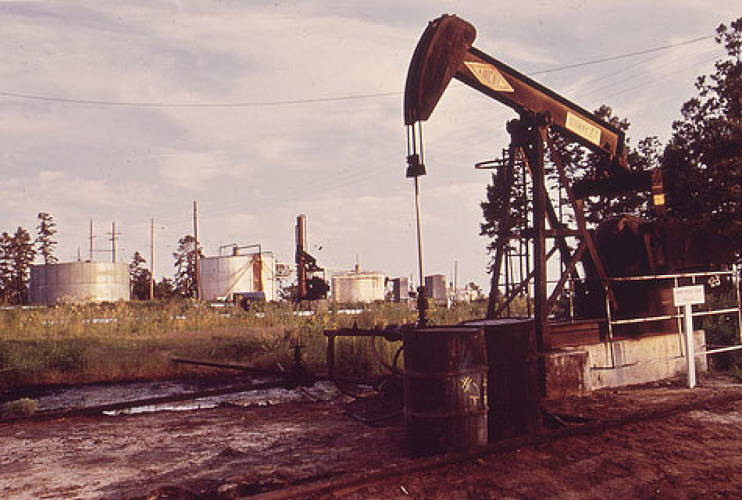 "<p><strong>Texas,</strong> America's top producer, is home to 24% of the country's oil reserves. One million barrels are produced each day in the Lone Star State.</p><p><span style=&quot;""font-size:small""&quot;><em>[Photo Courtesy of <a href=&quot;""http://arcweb.archives.gov/arc/action/ExternalIdSearch?id=546182&amp;jScript=true&quot;>U.S. National Archives</a>, Photographed by Marc St. Gil]</em></span></p>"