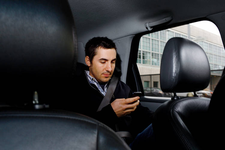 <p><strong>1:13 P.M.</strong><br /> Rose catches up on email in the back of an Uber car on his way to his next meeting.</p>