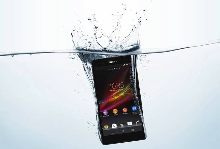 <p><strong>Killer feature</strong>: Waterproof enough to be dropped in the bath<br /> <strong>Due</strong>: As soon as February/March with some global carriers<br /> <strong>Price</strong>: Somewhere around $800, pre-subsidies</p>