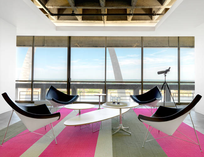 <p>All of the office spaces flow into this central hangout room to encourage spontaneous collaboration. A balcony surrounds the office so that employees can step outside for an even closer view of the St. Louis Arch.</p>