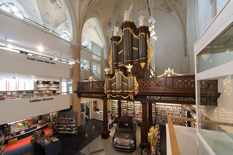 <p>The design leaves the church's nave relatively untouched, occupied by a few tables and displays that generally preserve the sightline from the entrance and mammoth wood organ from the 1800s...</p>