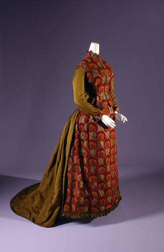 <p>Day Dress, circa 1882, USA. The Museum at FIT, 63.112.2.</p>