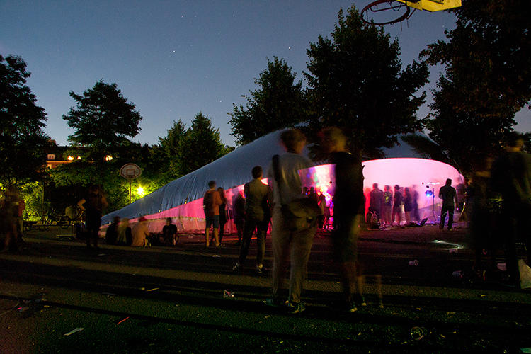 <p>Each bubble's program is tied to its site. A bubble in the park, for example, can be used as a music performance space or a platform for stargazing.</p>