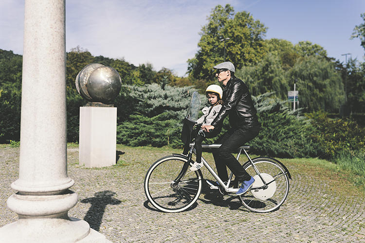 <p>When using the wheel, cyclists can go up to 20 mph for 30 miles without pedaling before they need to recharge--not enough for a long bike trip, but ample battery power for short jaunts around a city.</p>
