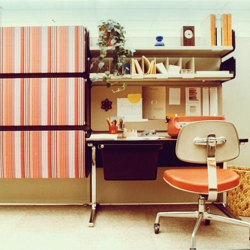 <p>The Action Office with textile panels by Alexander Girard, an Eames secretarial chair, and a matching IBM typewriter, 1972.</p>