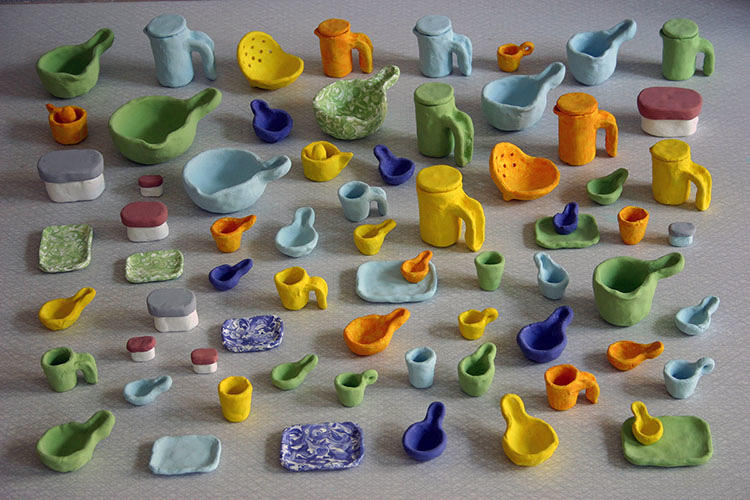 <p>Small clay models serve as color samples.</p>