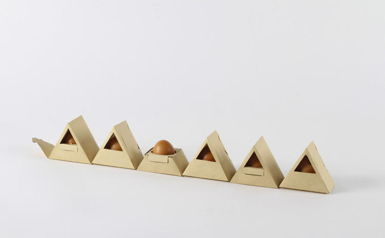 <p>When unfolded, each egg can be removed separately.</p>