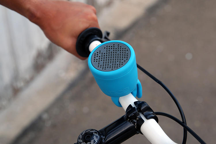 <p>It also has a tail that attaches to anything, from a fencepost to the handlebars on a commuter bike.</p>