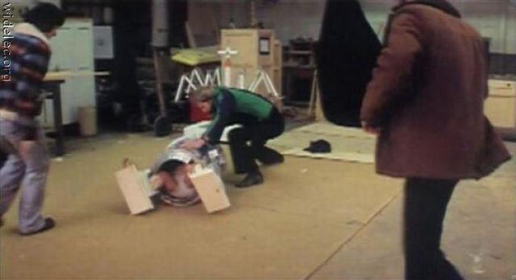 <p>R2-D2 falls over. Is Kenny Baker wearing a diaper?</p>