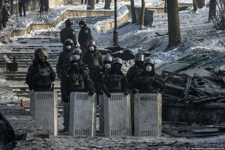 <p>&quot;Berkut troops were standing angry and soaked in smoke. Throughout the truce I spotted no provocations from either side.&quot;</p>