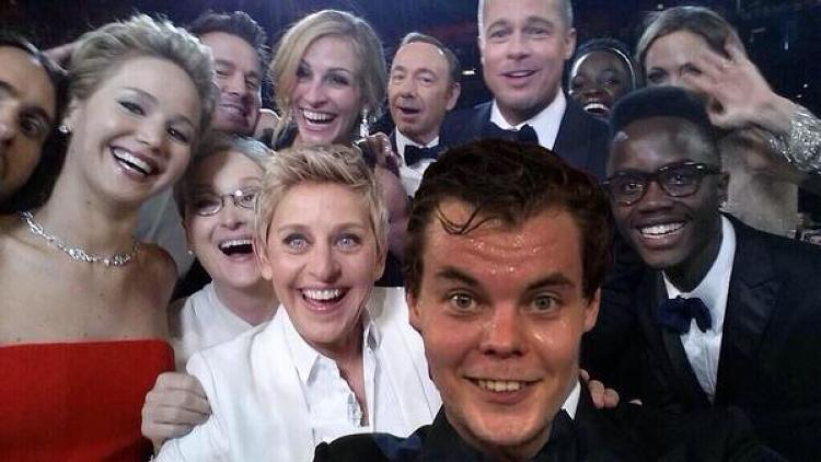 <p>@bryguyboxing: <a href=&quot;https://twitter.com/bryguyboxing/status/440517778110685184/photo/1&quot; target=&quot;_blank&quot;>By far my favorite version of the @TheEllenShow #Oscars #selfie is Tuukka Rask. @MadelineDresden pic.twitter.com/WWl7UjX2xB</a></p>