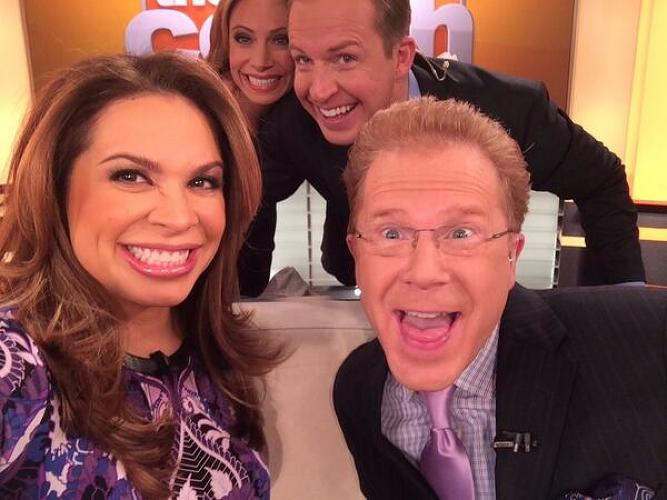 <p>@TheRealCarolina: <a href=&quot;https://twitter.com/TheRealCarolina/status/440468346270916608&quot; target=&quot;_blank&quot;>Trying to recreate the #oscar selfie seen 'round the world with @johnelliotttv @chriswragge &amp; @jillnicolini pic.twitter.com/3xe5FINVlF</a></p>