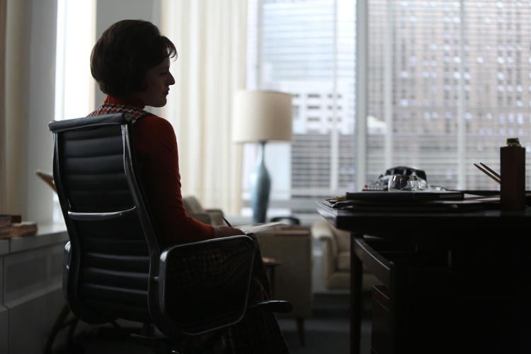 <p>For Peggy and Joan, office life offers a chance to be more than just a housewife.</p>