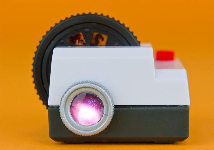 <p>Here, the Projecteo, a slide-show projector for Instagrams.</p>