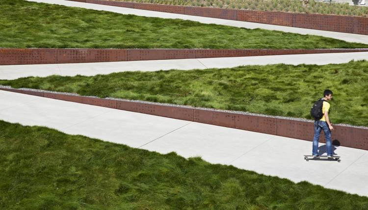 <p>A San Francisco-based landscaping practice that emphasizes sustainability, intimacy and detail, <a href=&quot;http://www.fastcodesign.com/1276218/2009-national-design-award-winners-a-whirlwind-tour&quot; target=&quot;_self&quot;>Andrea Cochlan Landscape Architecture much, much more</a>.</p>