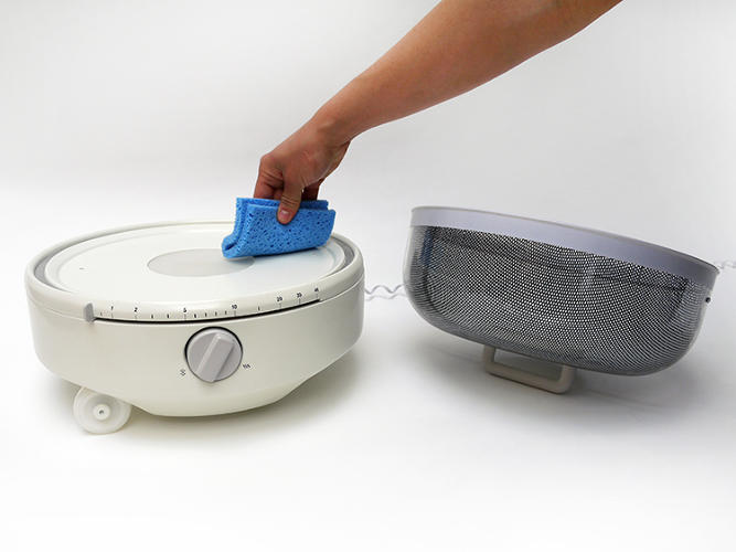 <p>The removable top makes cleaning easier.</p>