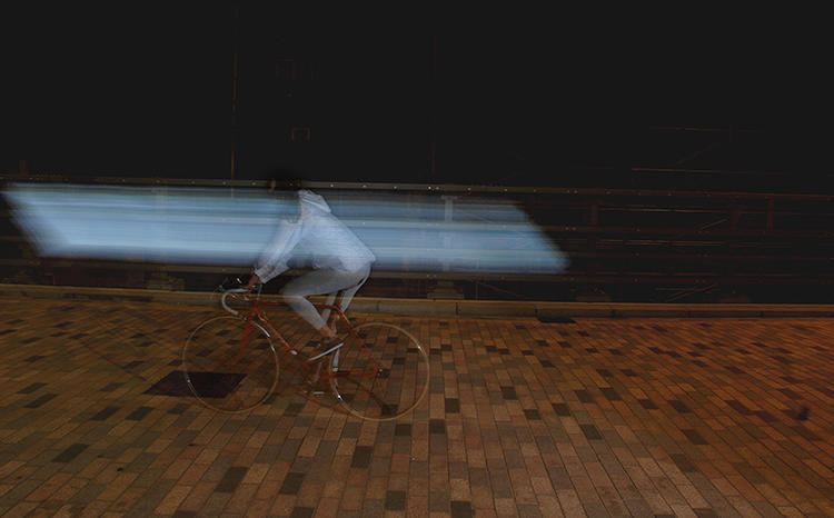 <p>As cars get closer or drive faster, the lights flash more quickly. The design is inspired by animals that use visual signals to keep predators away. It's also carefully constructed to look different from the usual bike safety gear.</p>