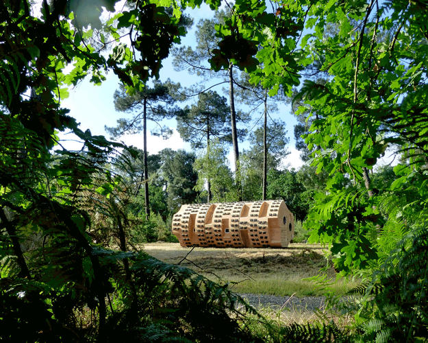 <p>This cylindrical nature hut, resembling a giant log, can sleep up to nine people.</p>