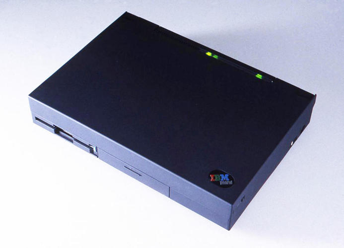 <p><a href=&quot;http://richardsapperdesign.com/products/1990-2000/thinkpad-700c&quot; target=&quot;_blank&quot;>ThinkPad 700c</a> for IBM, 1992</p>