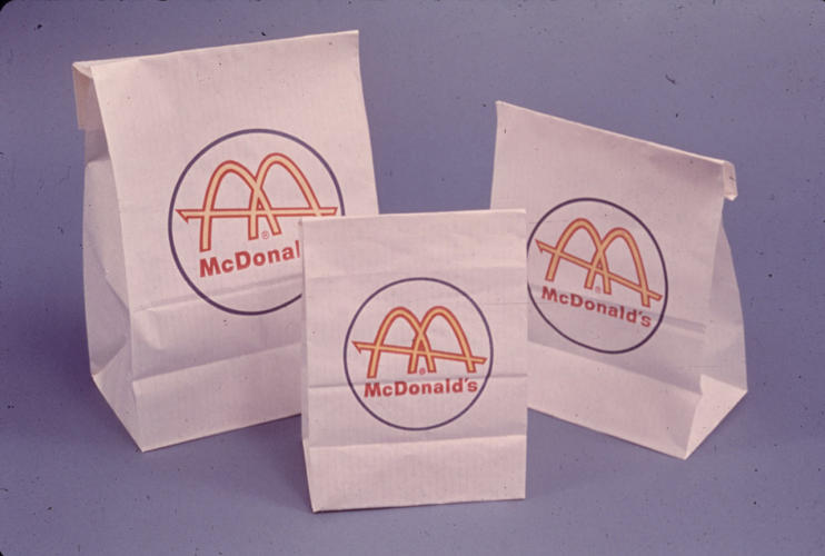 <p>From 1961 to 1968, the bags were white with the logo.</p>