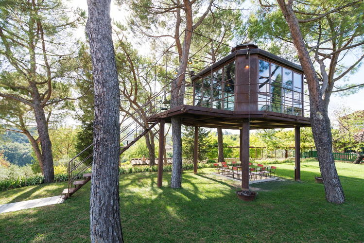 <p><a href=&quot;https://www.airbnb.com/rooms/1621152&quot; target=&quot;_blank&quot;>Casa Barthel</a> treehouse in Florence, Italy</p>