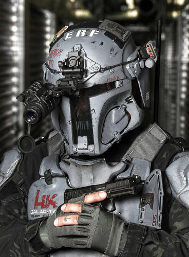 <p>A close-up look at AR500's helmet, which owes a lot to the Fett design.</p>
