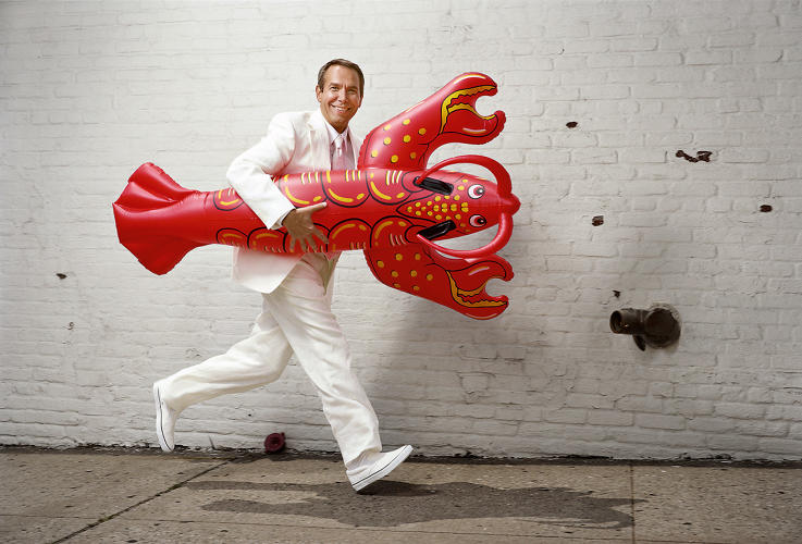 <p>Artist Jeff Koons photographed in his New York City studio with his<em> Lobster</em> inflatable sculpture. 2007.</p>