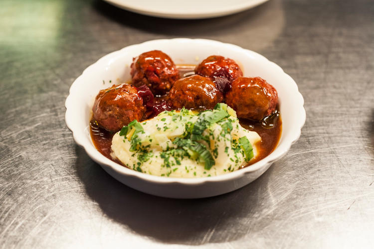 <p>Beef and beetroot meatballs—KLM</p>