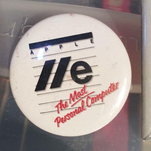 <p>A button promoting the Apple IIe.</p>